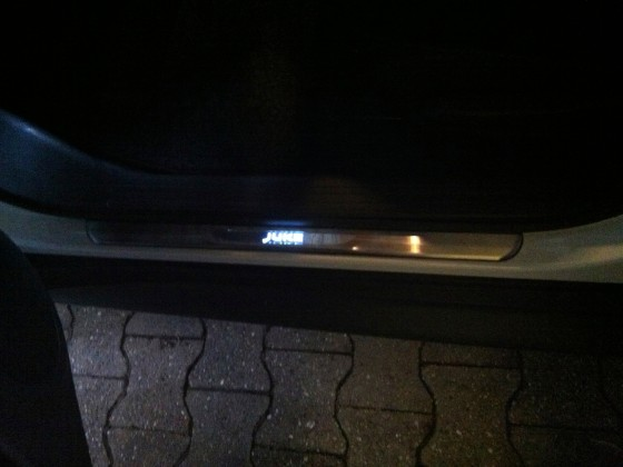 Einstiegsleisten bei Nacht/ Dämmerung