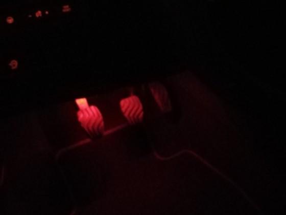 Direkt Fußraum Beleuchtung eingebaut