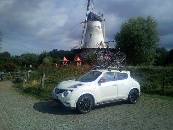 Nismo RS mit Fahrrädern in Holland